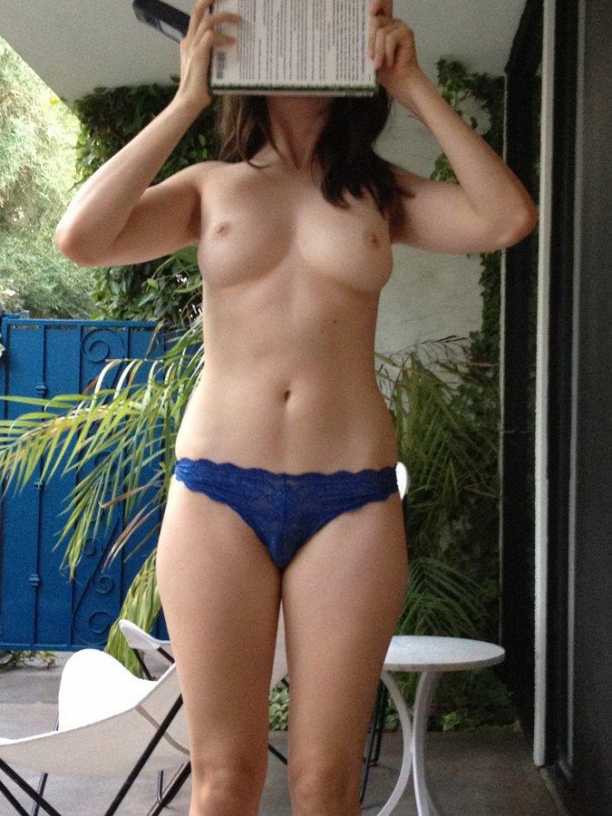 alison-brie-fotos-nua-vazadas-23
