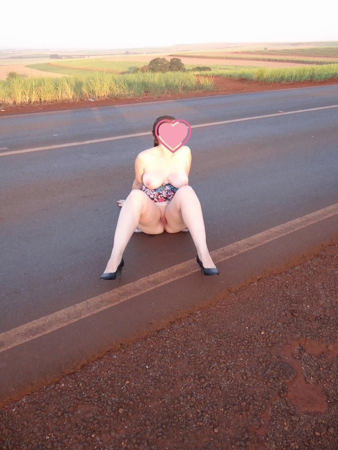 esposa-pelada-estrada-05
