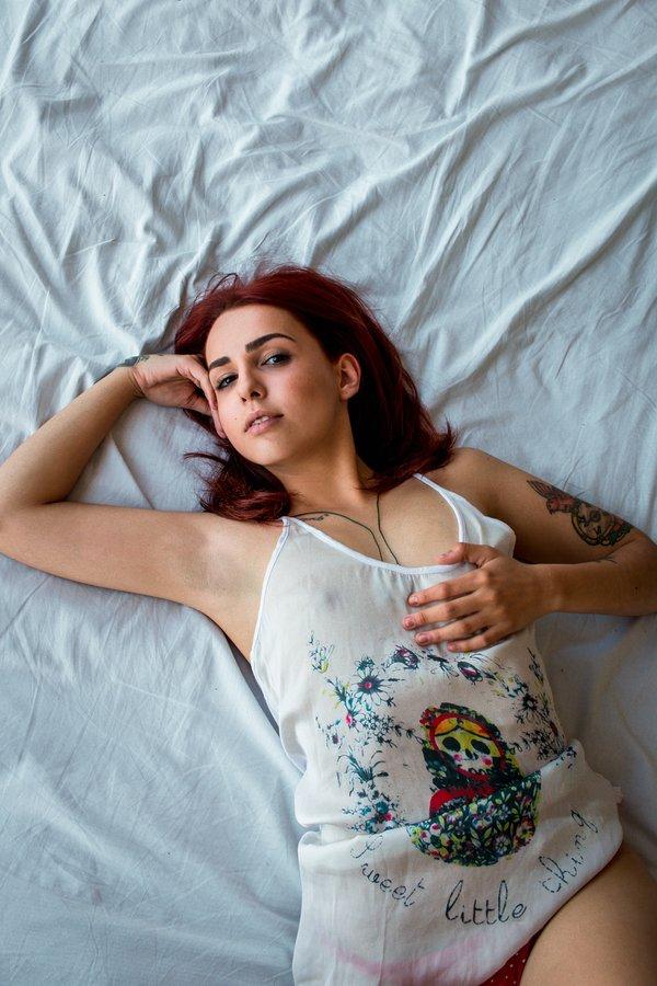 ruiva-linda-nude-ensaio-sensual-amador-02