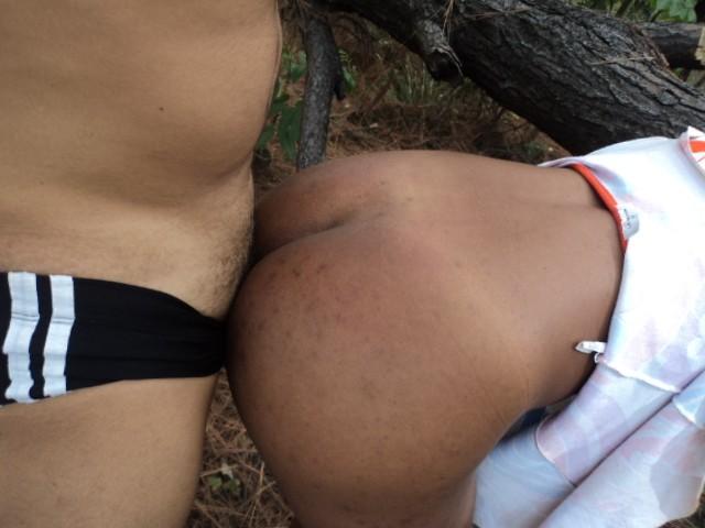 sexo-neguinha-meio-mato-22
